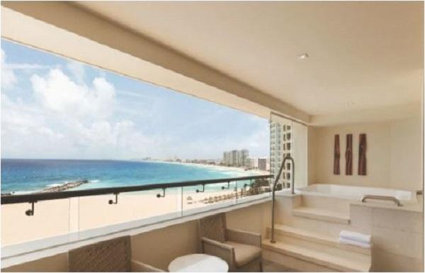 Club Ocean Front Corner Suite