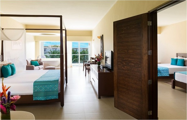 CONNECTING LUXURY JACUZZI® OCEAN VIEW SUITE