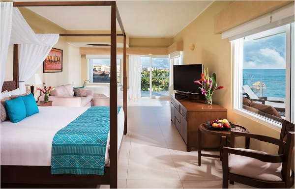 HONEYMOON OCEANFRONT SUITE