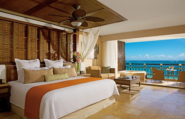 Preferred Club Ocean Front Honeymoon Suite